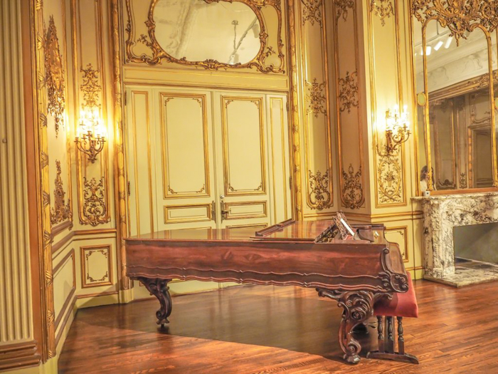 The Ringling // Getting My Italy Fix in Florida | Ringling | Ringling art museum and sculpture garden | Sarasota, Florida | The Ringling art museum | Piano