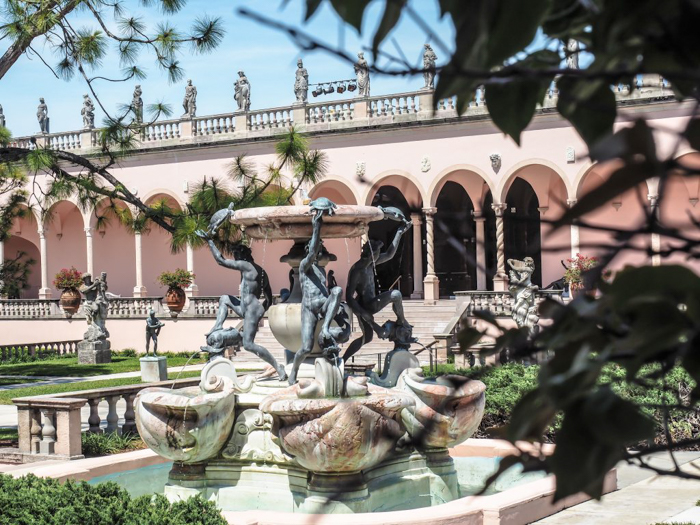 The Ringling // Getting My Italy Fix in Florida | Ringling | Ringling art museum and sculpture garden | Sarasota, Florida | Fountain in the sculpture garden