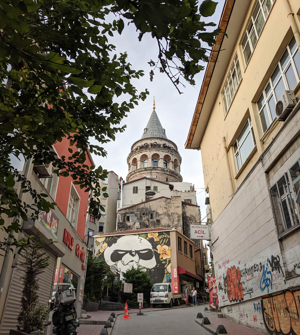 Istanbul alley | How to NOT guide for getting robbed abroad | What to do before, during, and after getting robbed abroad. Pickpocketing in Europe, travel insurance, etc. #traveltips #europe