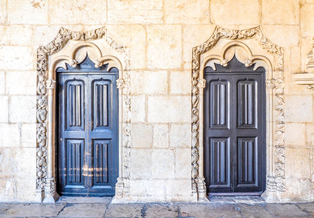 Doors in Lisbon, Portugal | How to NOT guide for getting robbed abroad | What to do before, during, and after getting robbed abroad. Pickpocketing in Europe, travel insurance, etc. #traveltips #europe