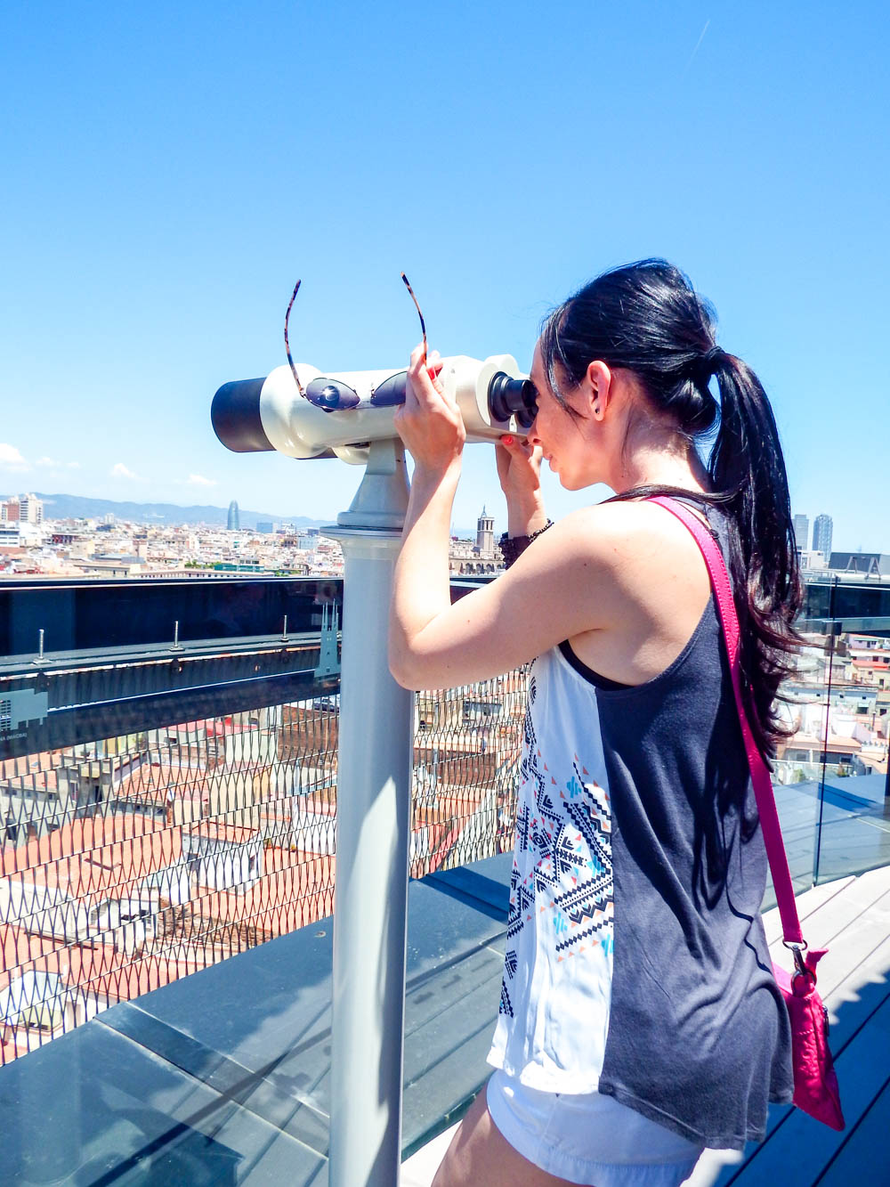 Staying vigilant in Barcelona | How to NOT guide for getting robbed abroad | What to do before, during, and after getting robbed abroad. Pickpocketing in Europe, travel insurance, etc. #traveltips #europe