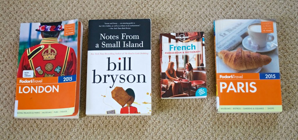 What to pack for London and Paris in the winter // guidebooks, language book