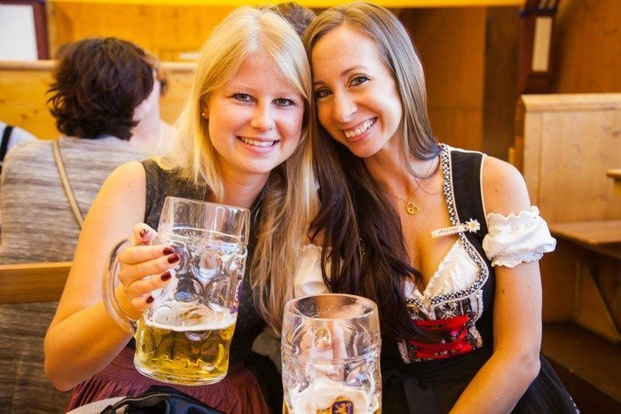 5632caa1ab634 How to dress for Oktoberfest in Munich, Germany | What to wear for  Oktoberfest