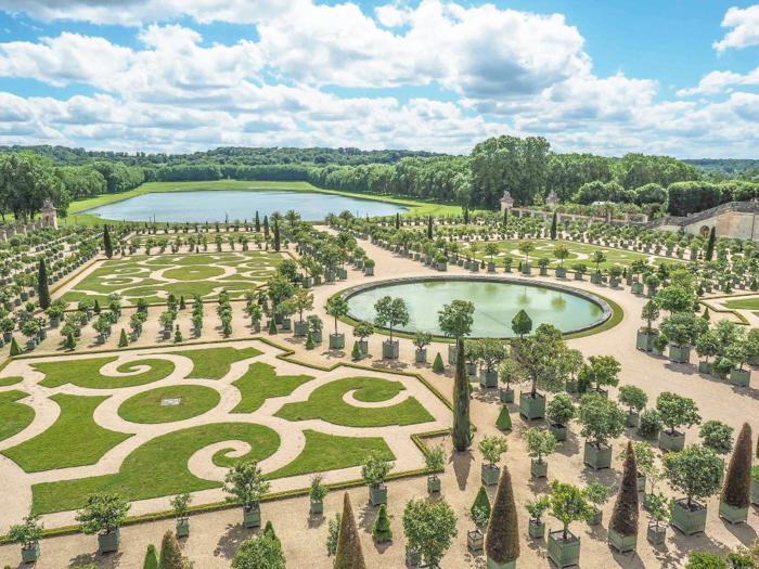 When is the best time to visit Paris, France? Here is a summer vs. winter showdown. Hotel and airfare costs and room availability | Crowds and lines at popular museums, monuments, and attractions | Weather conditions | Gardens at Versailles