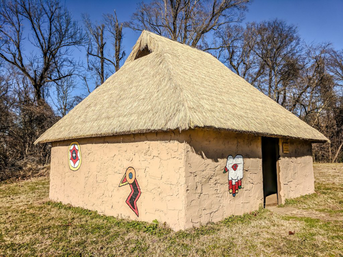 9 Reasons You Should Visit Chucalissa Indian Village | Memphis, Tennessee | West Tennessee Historic Landmark | History museum | Native American, American Indian historical site | Chickasaw, Choctaw, Cherokee, Quapaw, Mississippian culture | Earthen Mound complex | house close
