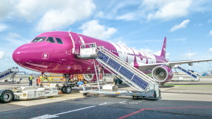 Do This, Not That // Tips for flying budget airlines in the United States and Europe | Spirit Airlines, Frontier Airlines, Wow Air, Norwegian Air, Ryan Air | Budget Airlines tips and review | How to fly Budget airlines | Budget airlines survival guide | budget travel tips | wow air pink plane