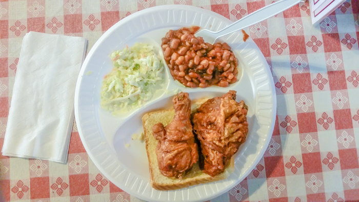 200 things to do in Memphis, Tennessee for first-time visitors | A local's guide. Gus's fried chicken #memphis #traveltips #friedchicken