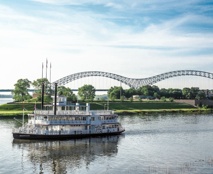 200 things to do in memphis, tennessee for first-time visitors, a local's guide | Riverboat on the Mississippi River #traveltips #memphis #riverboat