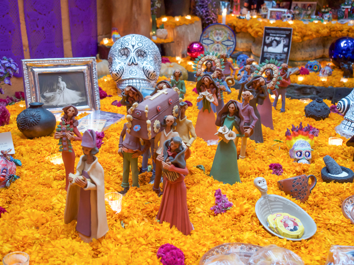 Do This, Not That // Celebrating Day of the Dead in Mexico for First-Timers | Día de los Muertos, what to wear for day of the dead, where to experience day of the dead in mexico, cultural significance, traditions, dos and don'ts, tips | ofrenda
