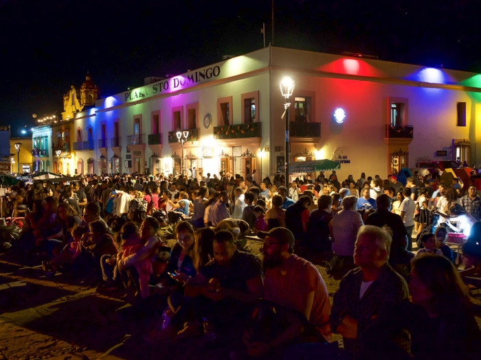 Do This, Not That // Celebrating Day of the Dead in Mexico for First-Timers | Día de los Muertos, what to wear for day of the dead, where to experience day of the dead in mexico, cultural significance, traditions, dos and don'ts, tips | crowds in oaxaca