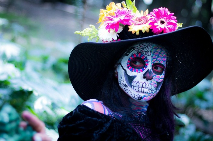 how to dress for day of the dead - big floppy hat