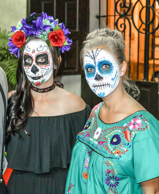 af7dbe456c How to Dress for Day of the Dead    A Complete Guide for Both Sexes