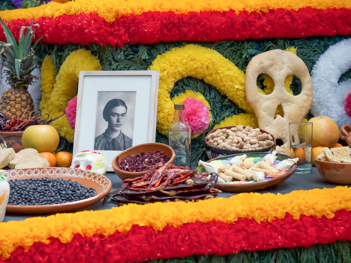 How to dress for Day of the Dead // Día de los Muertos, How to dress like a catrina, etc. Tips for men and women when celebrating in Mexico and beyond. Facepaint, flower crowns, what to wear, etc. Ofrenda (altar) at Casa Azul for Frida Kahlo #dayofthedead #mexico #diadelosmuertos #catrina #makeup #facepaint #frida #fridakahlo