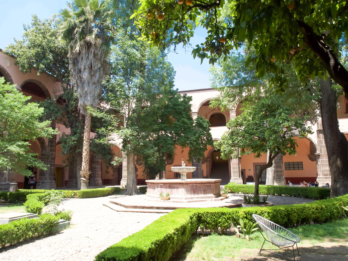 2 days in San Miguel de Allende travel tips | courtyard and fountain #sanmigueldeallende #mexico #traveltips #timebudgettravel #sanmiguel #fountain #view