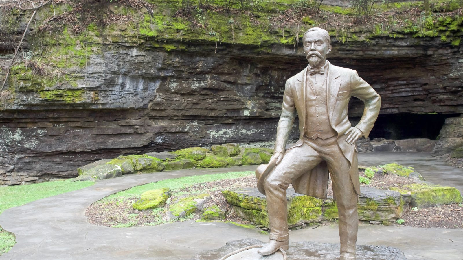 How to Tour Whiskey // Jack Daniel's Distillery Tour in Lynchburg, Tennessee | Day trip from Nashville, what to do in tennessee, things to do in tennessee, things to do in nashville