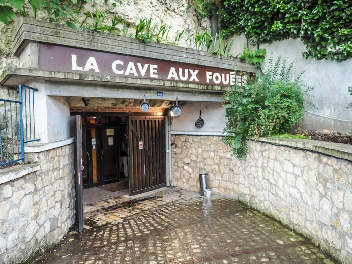7 France-tastic Things to Do in the Loire Valley | Dinner in a troglodyte cave, La Cave Aux Fouees | #loire valley #france #troglodytecave #traveltips
