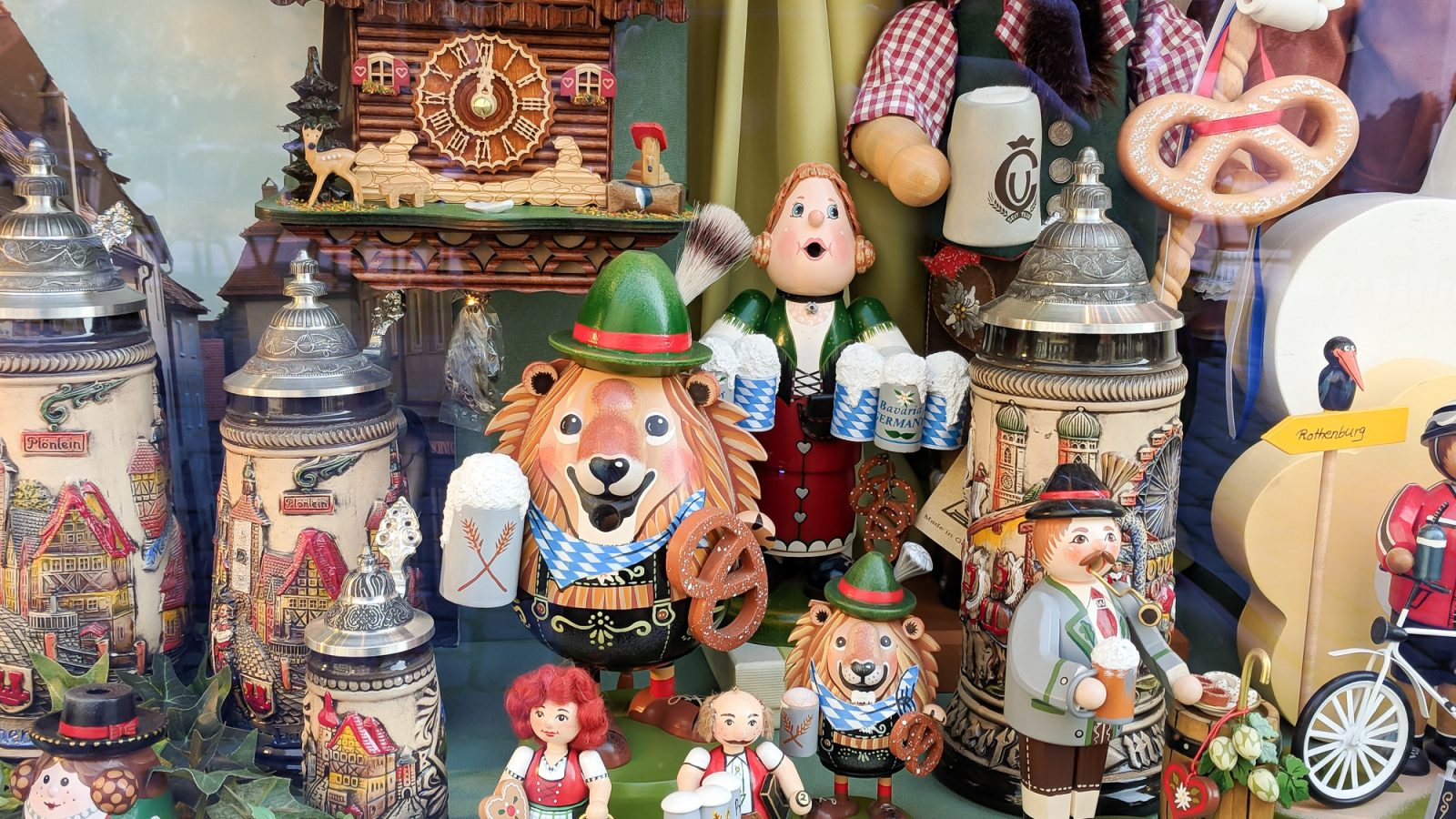 Get to know Germany | Oktoberfest | Where to stay in Germany, what to pack for Germany, and what you need to know about Germany | #timebudgettravel #traveltips #germany #munich #berlin