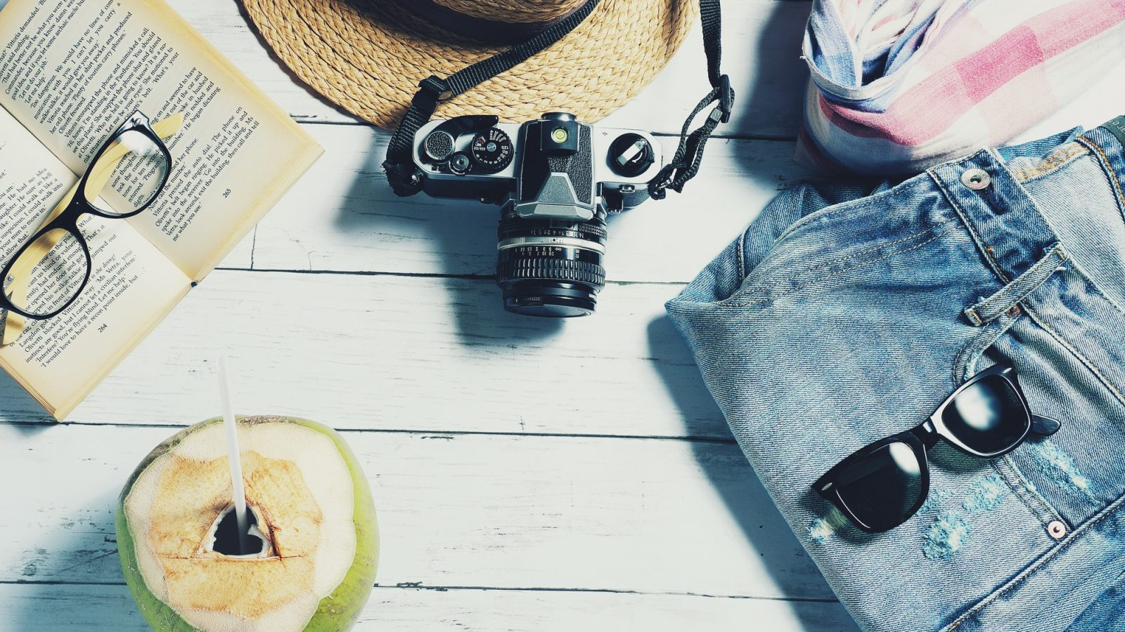 All my favorite travel gear and travel planning resources | travel blogging resources | travel blogging gear | best photography gear and travel accessories