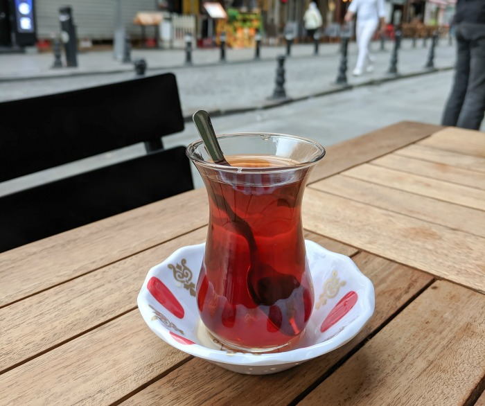 Do This, Not That // The Turkish Hammam Experience, Tips for visiting a Turkish Bath in Istanbul, Cagaloglu Hamami, Turkish tea #hamam #hammam #turkishbath #istanbul #turkey #traveltips #tea