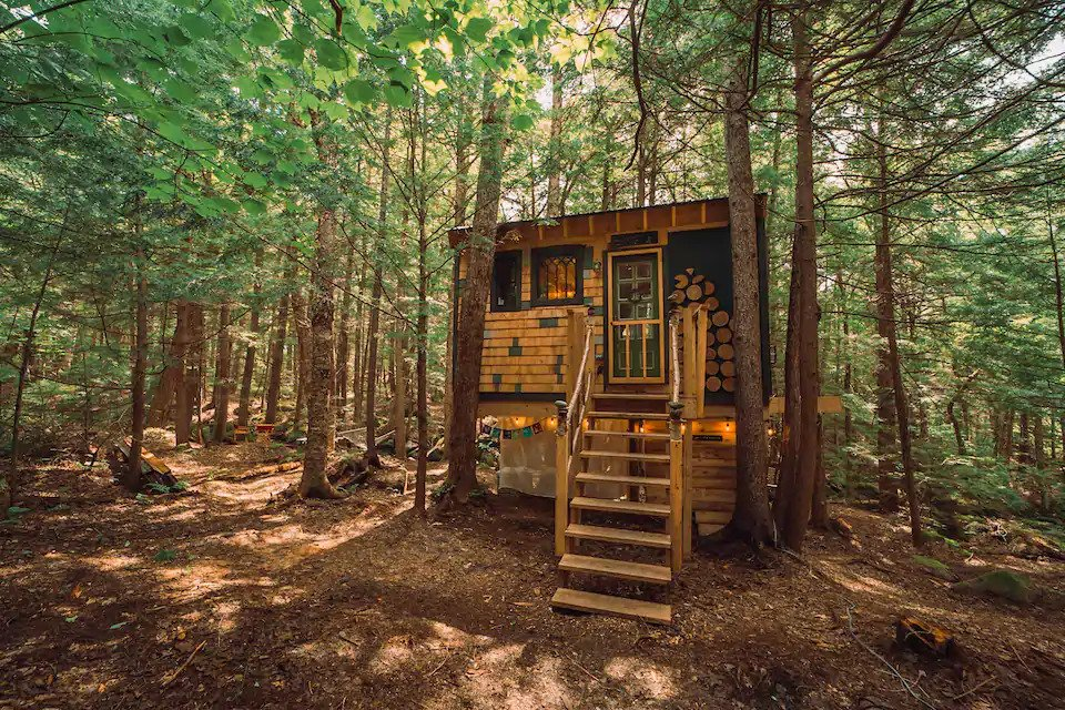 where to stay during a weekend in Vermont - treehouse Airbnb in the woods next to stream