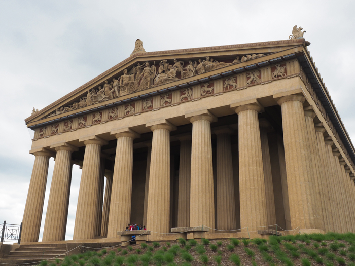 How to Spend a Weekend in Nashville If You Hate Country Music | Nashville, Tennessee | Museums to visit: Parthenon art museum in Centennial Park