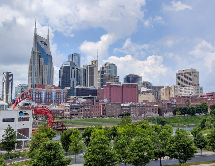 How to Spend a Weekend in Nashville If You Hate Country Music | Nashville, Tennessee | Nashville Skyline from the pedestrian bridge