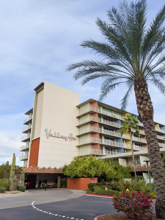 Exterior shot of the Hotel Valley Ho, iconic mid-century modern design | Where to Stay in Scottsdale, Arizona for two very different experiences | #hotelvalleyho #scottsdale #arizona #wheretostay
