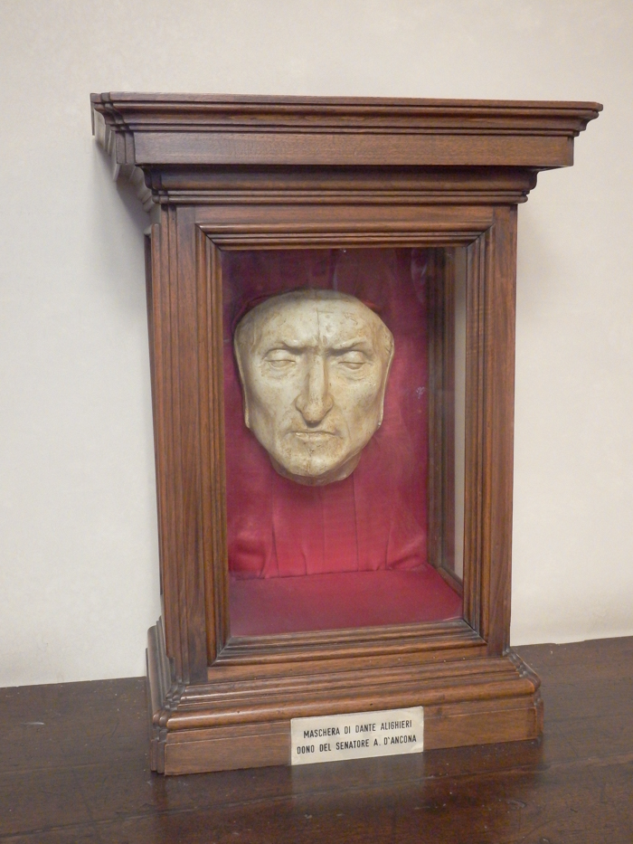 Dante death mask inside Palazzo Vecchio museum / 2 days in Florence, Italy