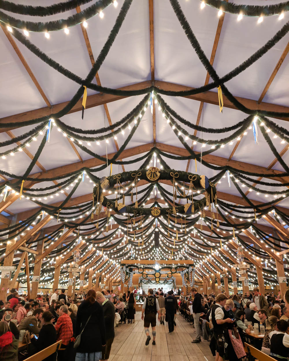 How to decorate for an Oktoberfest party at home: Festzelt Tradition