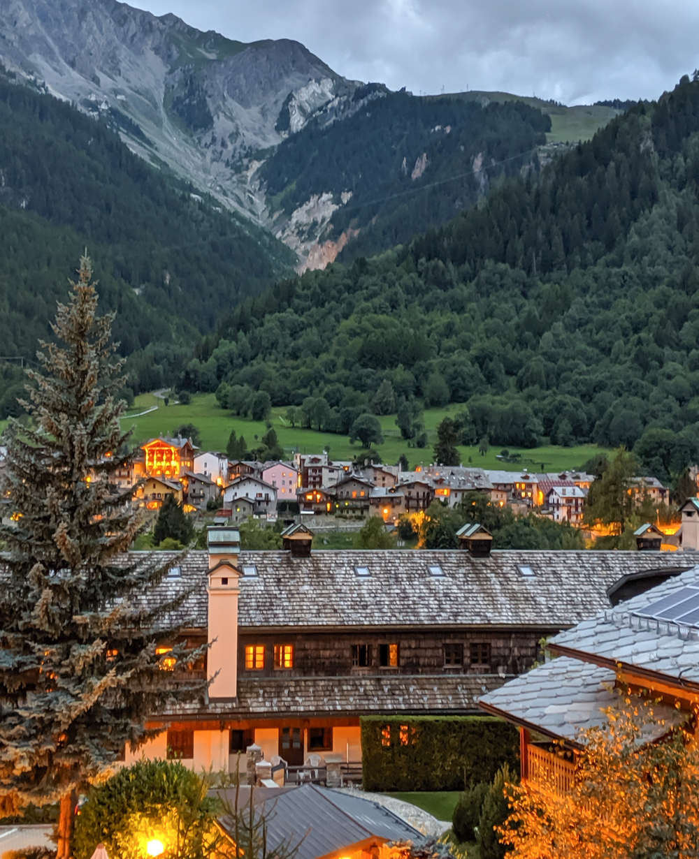 Day trip to Courmayeur, Italy from Chamonix, France / where to stay in courmayeur, Hotel Crampon balcony view