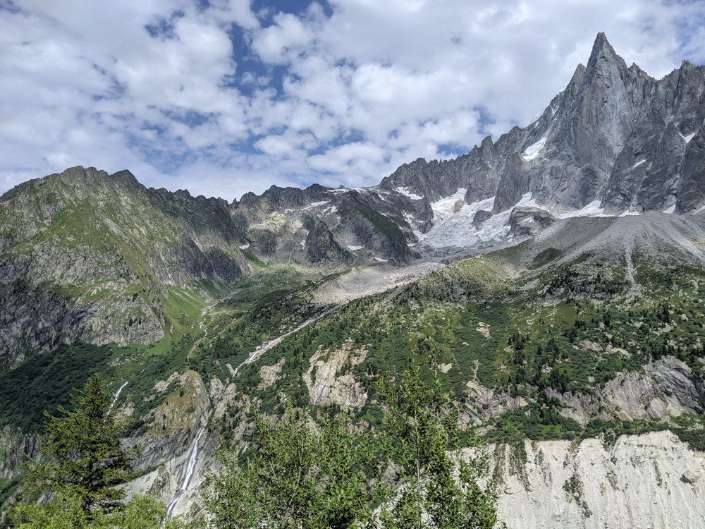 Best hikes in Chamonix: Plan de l'Aiguille to Mer de Glace and Montenvers on the Grand Balcon Nord / best day hikes in Chamonix / Mer de glace glacier, hiking in chamonix