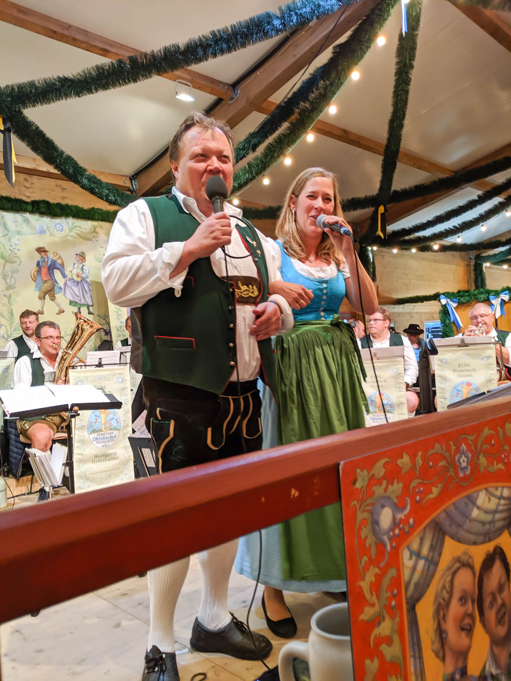 How to throw an Oktoberfest Party at home: what music to play, oktoberfest playlist