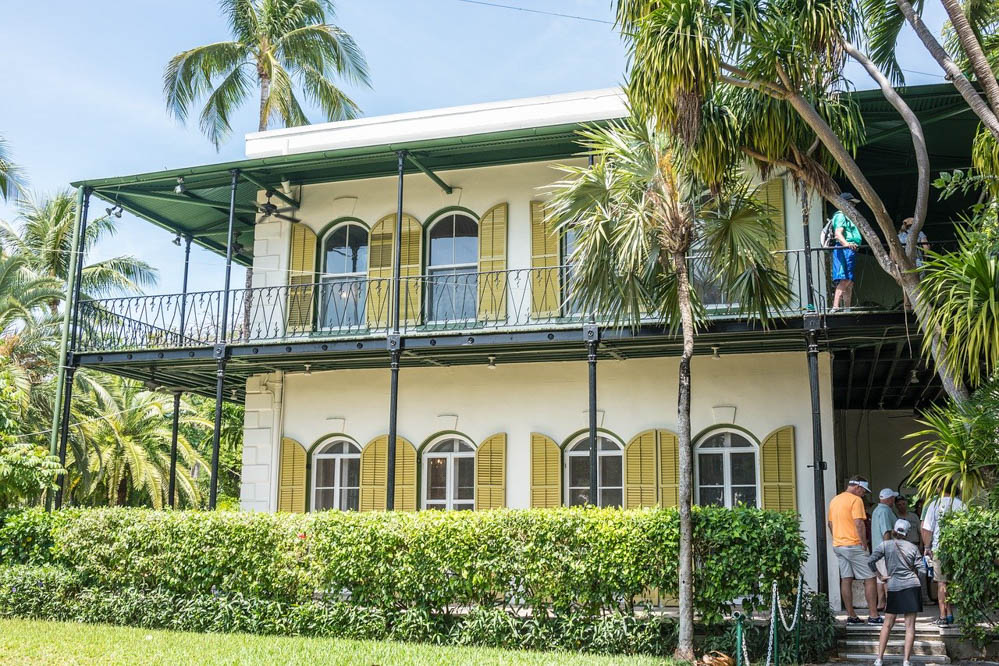 Key West Tips: Helpful Things to Know for a Kickass Weekend in Key West | Hemingway House and his 6-tied cats