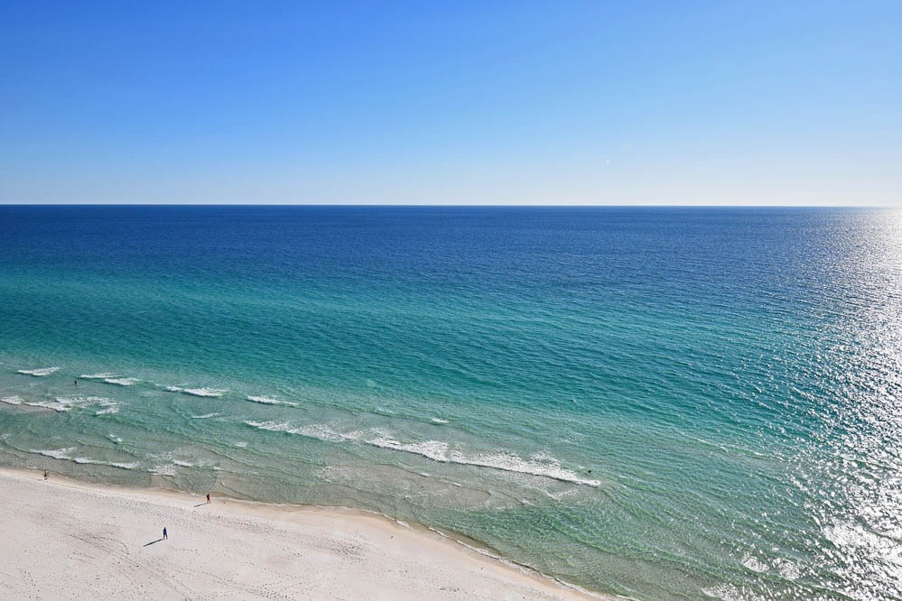 clear, turquoise water of panama city beach florida