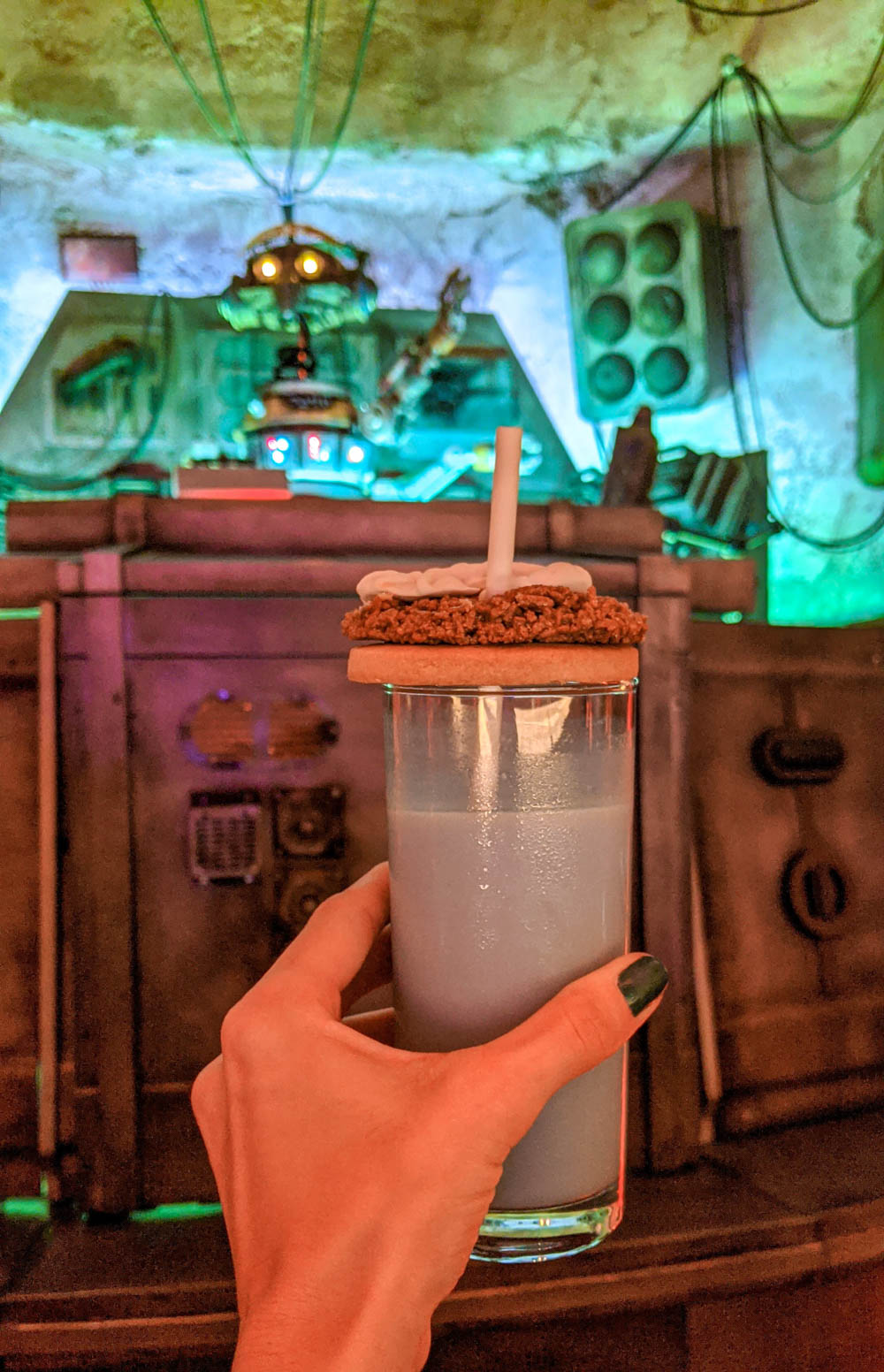 glass of blue milk in front of a robot at Star Wars Galaxy's Edge in Disney's Hollywood Studios