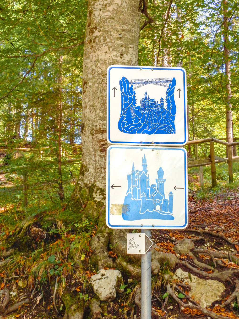 Signs to the castle and the Marienbrucke bridge | 10 Crucial Tips to Visit Neuschwanstein Castle Skillfully and Worry-Free | Tips for visiting Neuschwanstein Castle in Bavaria, Germany | Neuschwanstein Castle tour tickets
