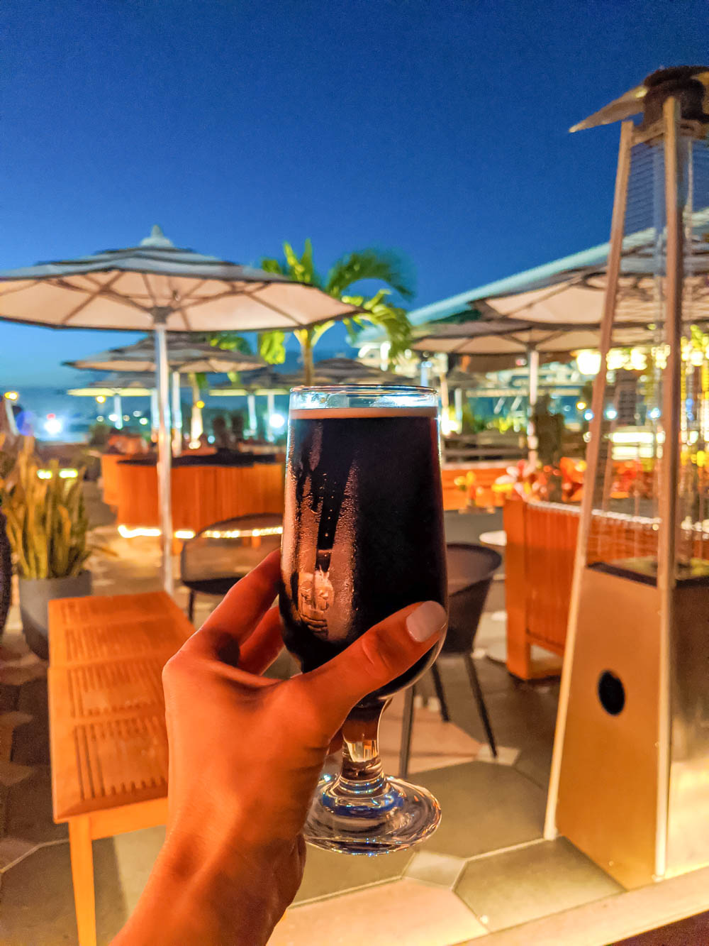 stout beer on a patio | Awesome breweries in palm beach county, florida | craft beer and cider in west palm beach